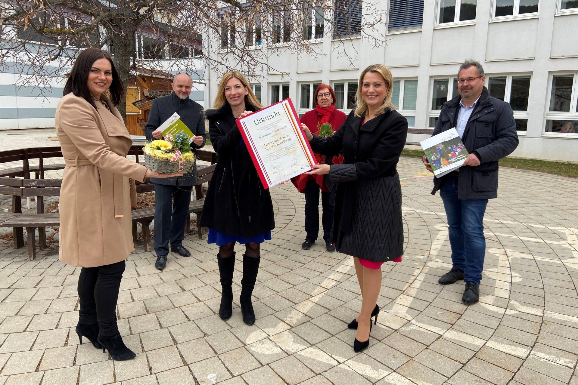 VS Forchtenstein ist 5. Naturparkschule im Naturpark Rosalia-Kogelberg